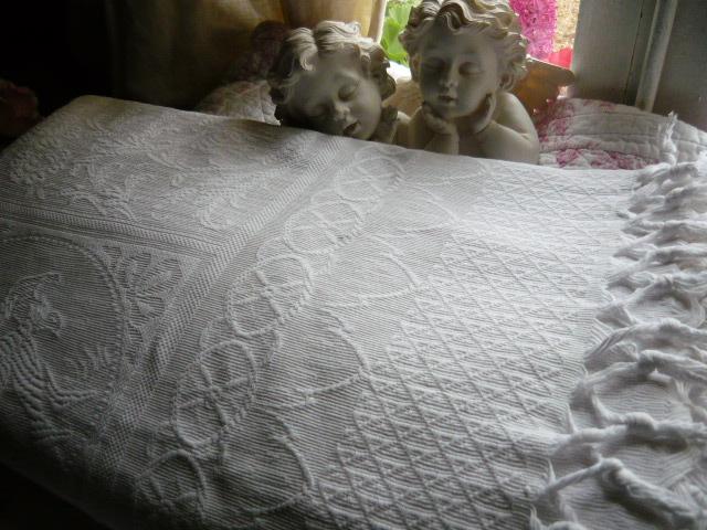 couvre lit piqué de coton blanc Linge ancien, antiquités, mercerie ancienne au Souffle d'Antan  couvre lit piqué de coton blanc
