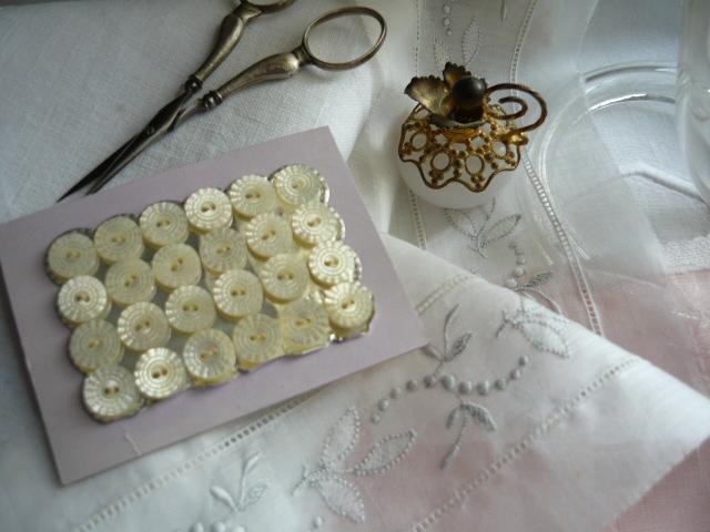linge ancien antiquit s mercerie ancienne au souffle d 39 antan mercerie ancienne les boutons. Black Bedroom Furniture Sets. Home Design Ideas